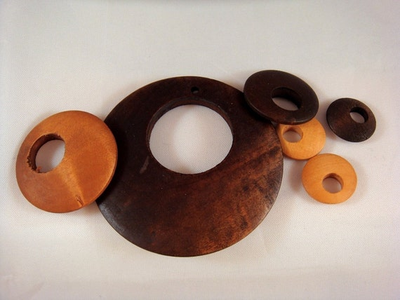 SALE - 25 Wood Discs Wooden Beads Round in Assorted Sizes - 25 pc - 1638