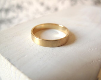 Gold Wedding Band. 18kt Yellow Gold ring. 4mm, Engagement ring, Wedding ring, 18kt wedding ring, gold ring, Satin finish. Made to Order.