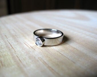 Diamond ring. 18kt White Gold Solitaire ring. Engagement ring, Wedding ring, 4mm, white gold diamond ring, Anniversary Ring. Made to Order.