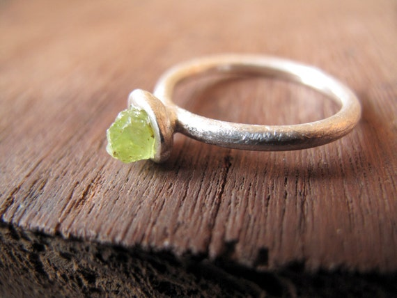 PERIDOT // Sterling silver ring with natural Peridot raw crystal