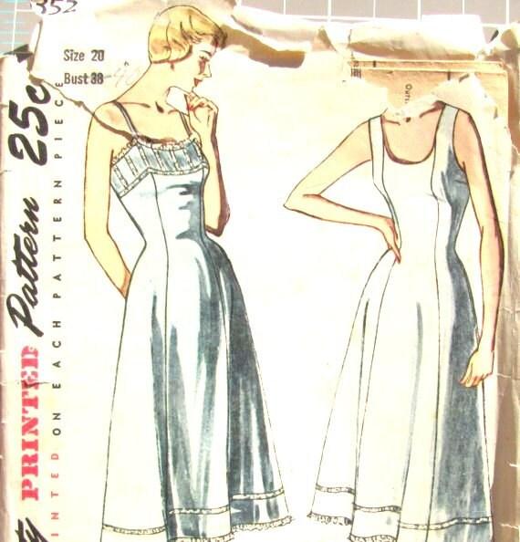1950s Slip Size 20 Bust 38