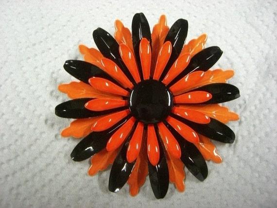 1960s-70s VINTAGE enamel FLOWER BROOCH very cooooooooool