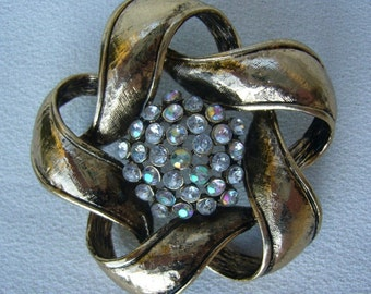 SALE Gold and Rhinestones Brooch