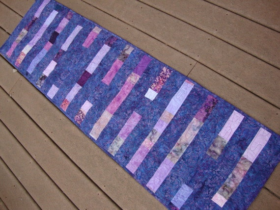 Plum Pudding  tablerunner - CLEARANCE AT 50% OFF