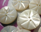 """6 Vintage Mother of Pearl Daisy Buttons (3/4"""")"""