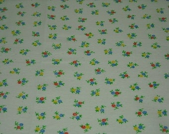 vintage 70s novelty print fabric, featuring pretty floral design, 1 yard