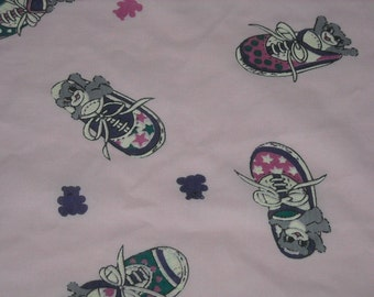 """vintage 80s juvenile novelty fabric featuring teddy bear and shoe motif, 45"""" x 27"""""""