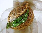 Vintage .. Brooch, Peridot Green Rhinestone Gold Tone Leaf