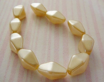 Vintage .. Beads, Cream Faux Glass Pearl 13 x 7 Diamond Shaped Bead