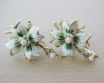 Vintage .. Earrings Signed Gold Tone and Cream Flower Screw-Back