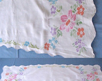 Embroidered Table Runner / Cross Stitch TABLE RUNNER 1940s
