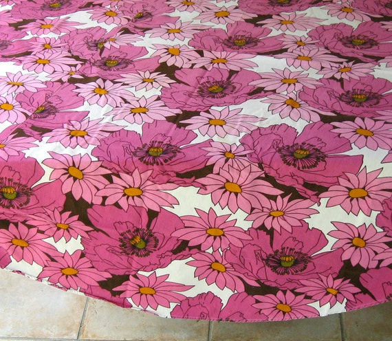 Vintage  Pink Poppy  ROUND TABLECLOTH 1970s