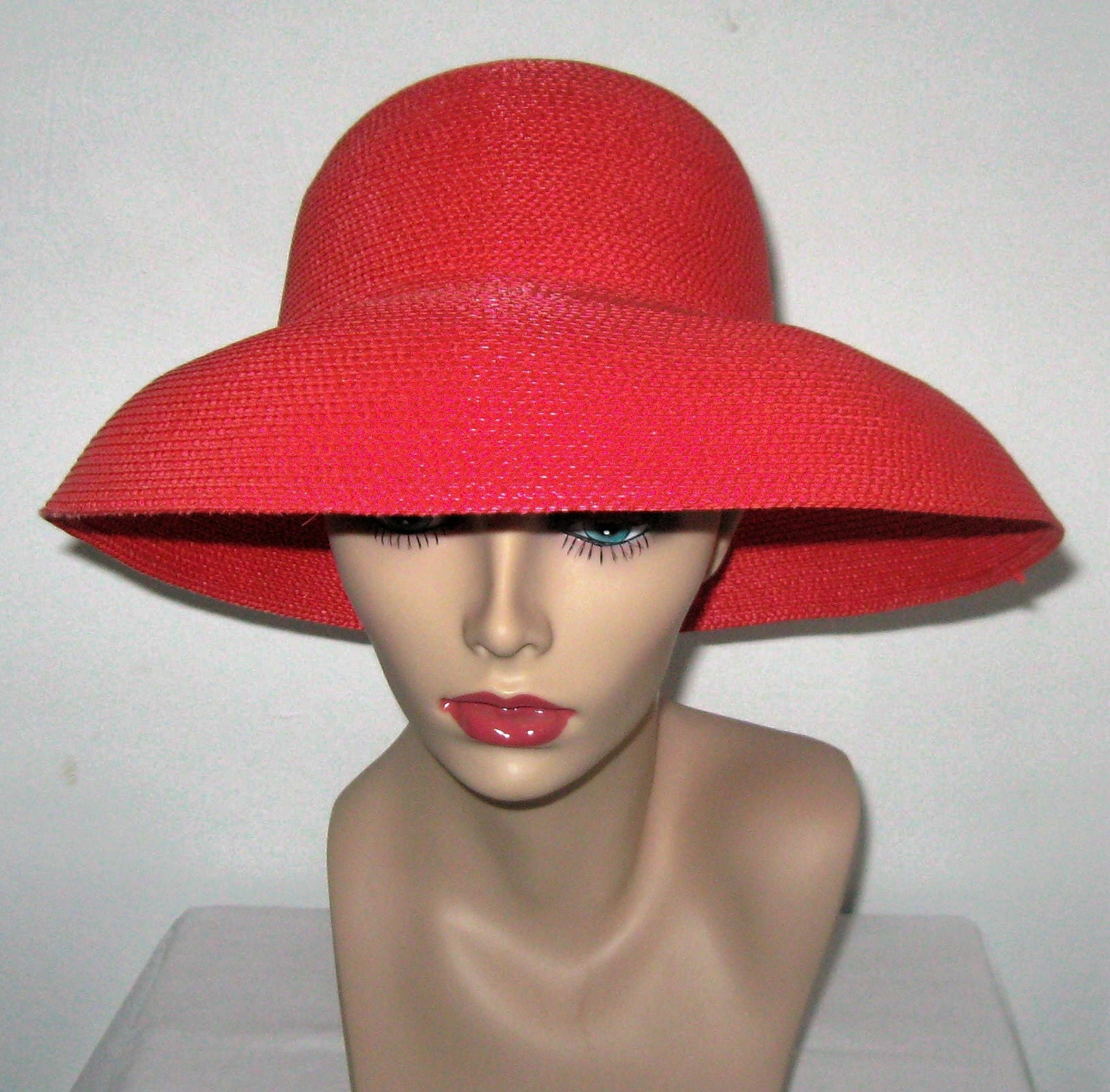 VINTAGE FABULOUS CORAL RED FLIP HAT 1960/70s
