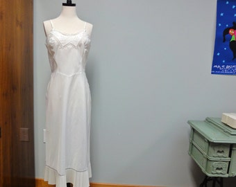 Lovely 1954 BARBIZON Ivory Satin Slip, Endear Tafredda, Crystal Pleats, Embroidery and Cut Work, Side Metal Zipper