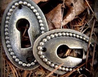 Oval Keyholes