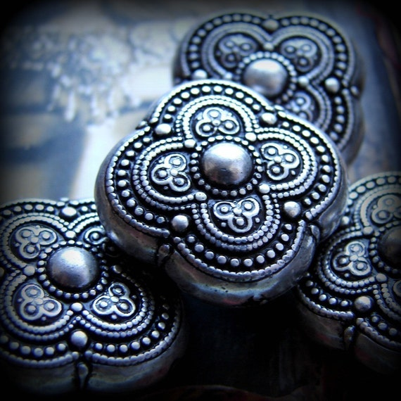 4 pretty vintage silver etched beads