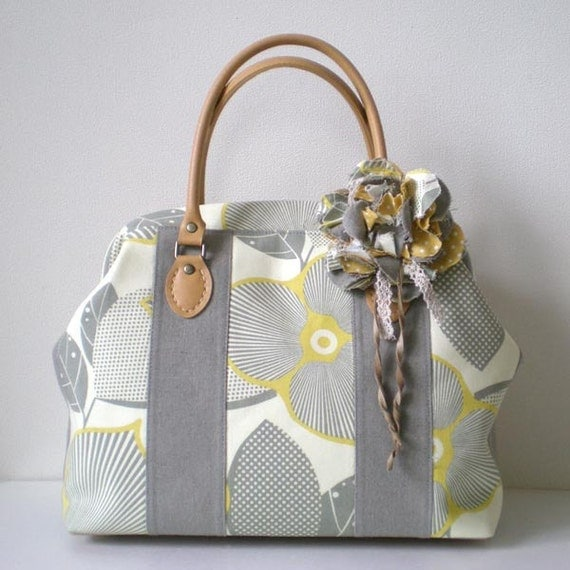 Patchwork Boston bag with a corsage- Optic Blossom yellow and grey