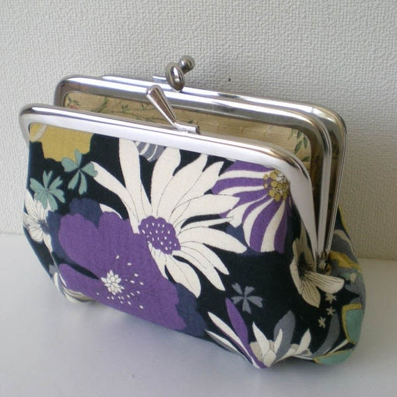 Frame Purse with a divided inter- Small - Flower in black