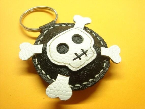 Ashbren the Skull Leather Keychain ( black and white )