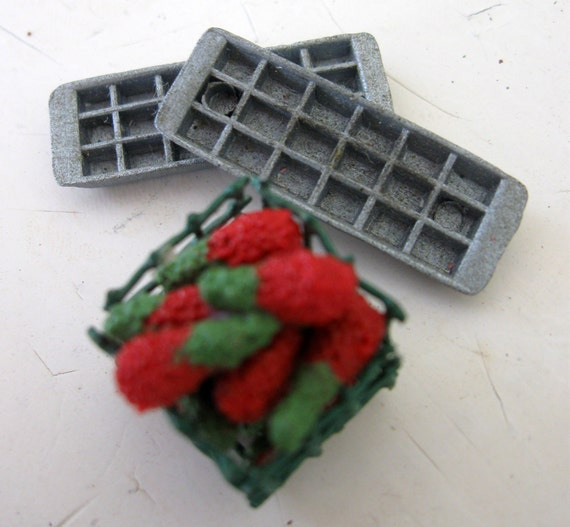 Dollhouse Miniatures -- 1/12 Scale Crate of Berries and 2 Ice Trays
