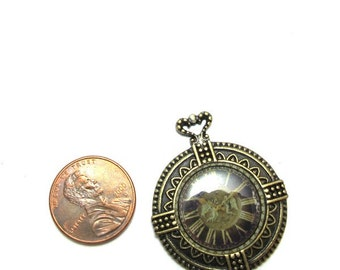 Antiqued Brass Metal and Clock Graphic 35mm x 30mm Pendant, 1009-20