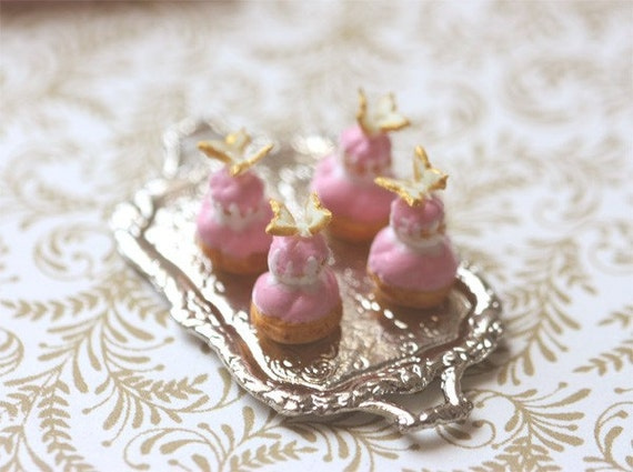 Dollhouse Miniature 1\/12 Scale Pink Religieuse