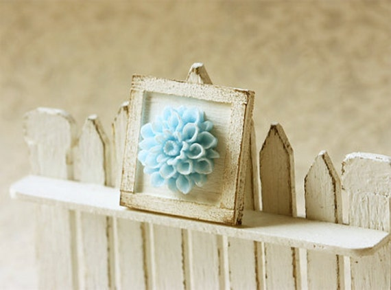 Dollhouse Accessories -Shabby and Chic Framed Flower Applique Decoration