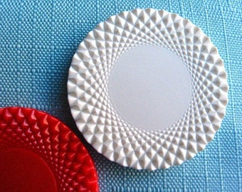 Vintage Brooch Base Poker Chips Red and White Graphic (12)