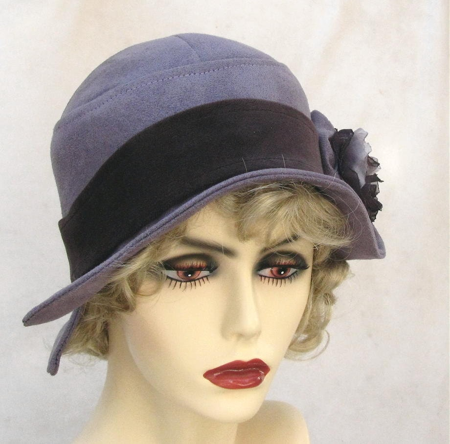 womens flapper cloche hat in 1920s vintage style violet