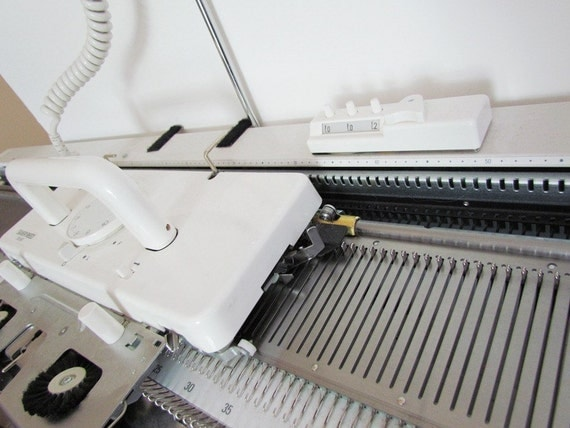 Knitting Machine New Silver Reed SK 860 for Machine Knitting Mid Gauge 6.5mm  Electronic Machine