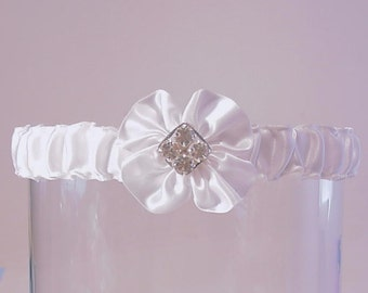 Wedding garter promised in white Wedding garter SWAROVSKI crystals A Peterene original design
