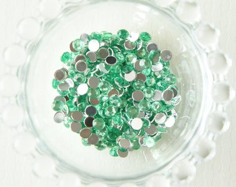 250 pcs Faceted Rhinestones/Gems Green (5mm)
