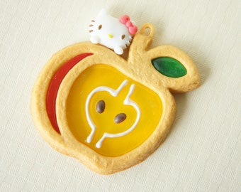LIMITED Hello Kitty Charm Apple  (48mm53mm)