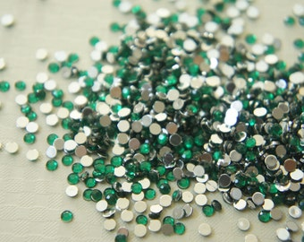 700 pcs Acrylic Faceted Round Rhienstones/Gems (3mm) Green
