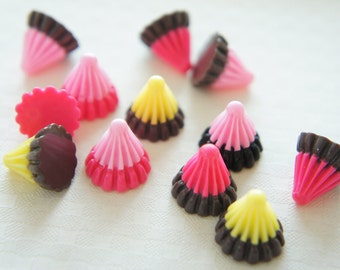 8 pcs Triangle Pole Chocolate Cabochon (13mm) CD388