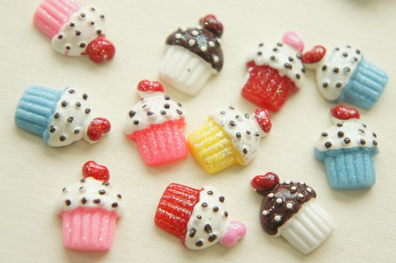 6 pcs GLITTER Yummy Cupcake with heart on top Cabochon (15mm20mm) CC003 (((LAST)))