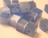 Cats Eye 4mm Cubes bleu clair