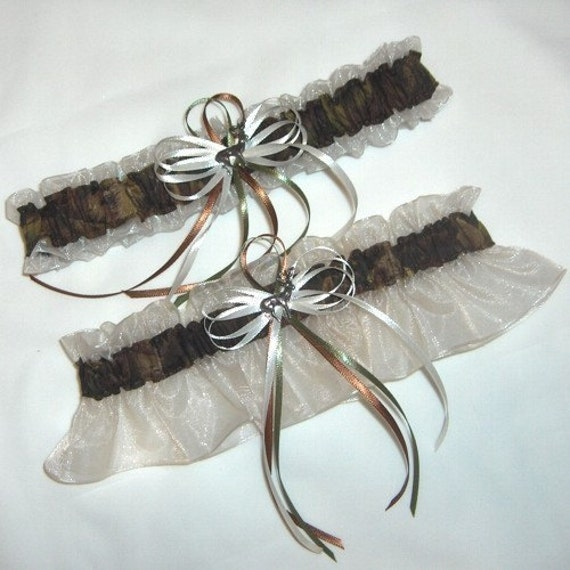 Camo Garter For Wedding: Deer Hunting Camouflage Wedding Garter Set On Ivory Camo