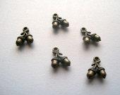 5 antique bronze tone 3D Acorn Charms Pendants