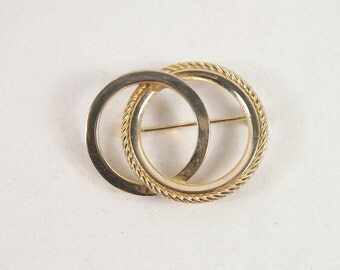 Entwined Circles Gold Tone 60s Brooch Vintage Jewelry