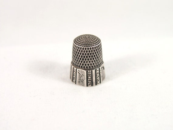 Vintage 30s Etched Sewing Thimble Sterling Silver Sz 7