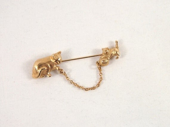Vintage 60s Playful Cat and Kitten Avon Brooch Lapel Hat Pin Jewelry