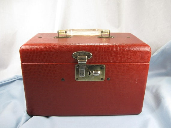 Vintage 40s Small Cosmetic Train Case