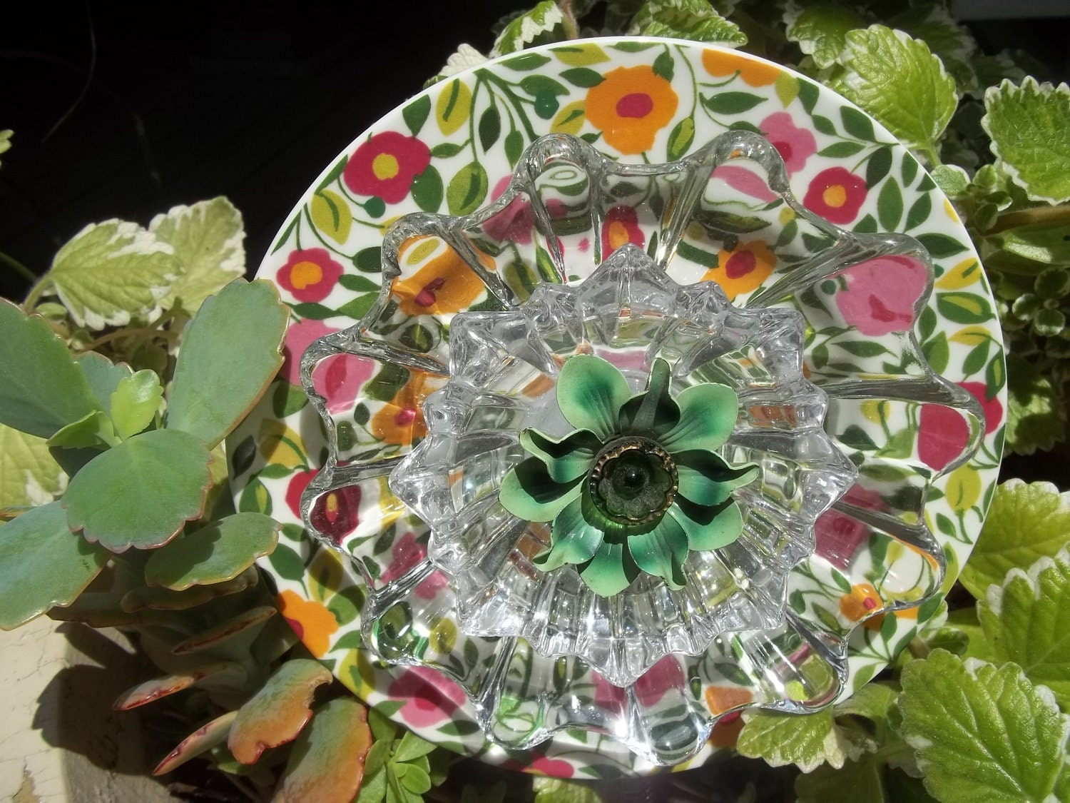 Recycled garden yard art glass flower claudia for Recycled glass flowers