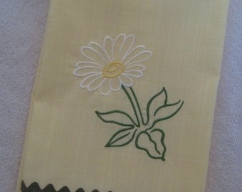 Linen Towel with Daisy
