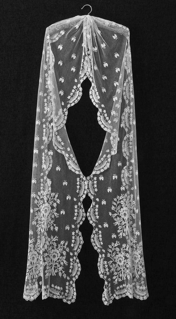 Embroidered Lace Wedding Veil - Edwardian 1910-1920 Floral Motifs Scalloped Edge