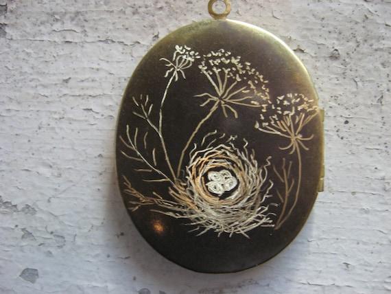 Engraved Queen Anne Lace and birdnest art locket
