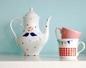 Medium sized lovebirds/l'amour toujours polkadot teapot