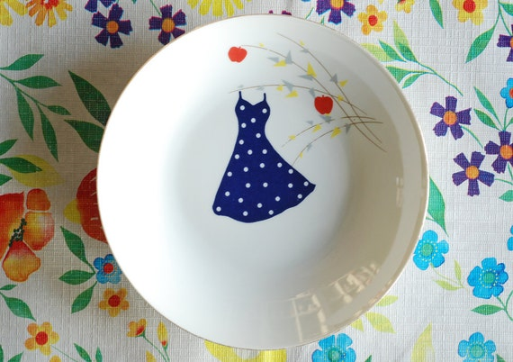 Polkadot dress in the apple tree plate