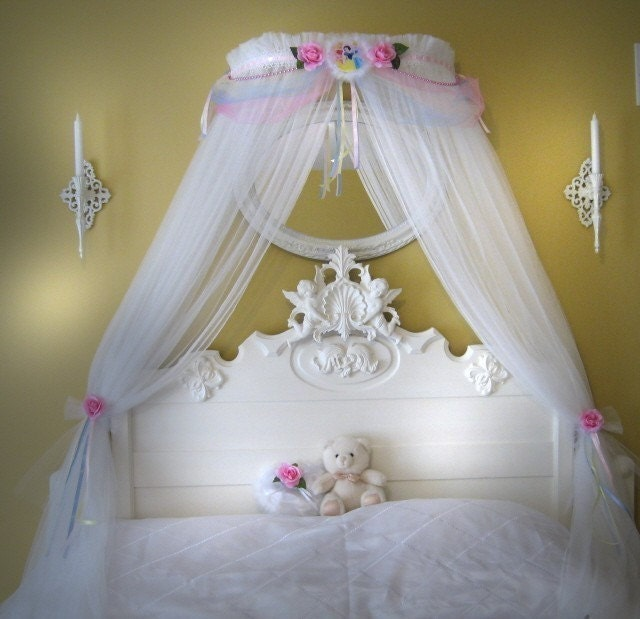 32 Dreamy Bedroom Designs For Your Little Princess: Disney Princess Fairy Bed Canopy Girls Bedroom Netting